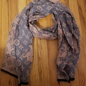 gray/pink scarf